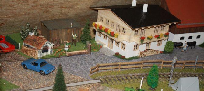 Ein alpenländisches Bauernhaus mit Einrichtung entsteht